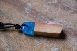Halskette mit einem Anhänger aus Holz, Expoxidharz: blaumetallic, Nr. 01