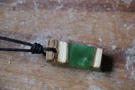 Halskette mit einem Anhänger aus Holz, Expoxidharz: grünmetallic, Nr. 04