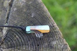 Halskette mit einem Anhänger aus einem alten oder kaputten Skateboard, holzfarbend, schwarz, Expoxidharz: türkis, Nr. 10