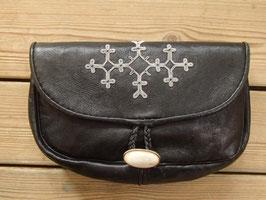 Samisk aftonväska i renskinn/ サーミ族のピューター刺繍 クラッチバッグ