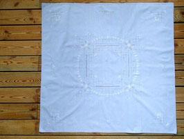 Blåduk med hålmönster o broderi / ドロンワークと刺繍のクロス