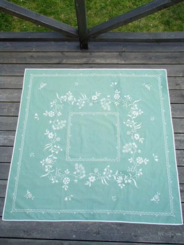 broderad kvadrat duk / ミントグリーンの花刺繍クロス