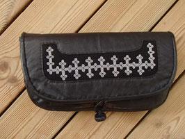 Samisk afton väska i renskinn/ サーミ族のピューター刺繍 クラッチバッグ