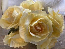 Rosenstrauß täuschend echt in zwei Farben