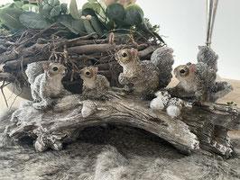 Formano Eichhörnchen Gruppe auf Ast Winter-Deko-Idee