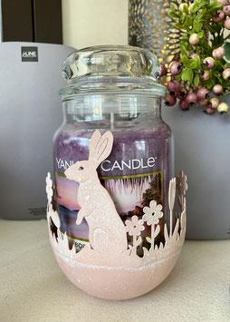 Für Yankee Candle Metall-Schale  rose´ mit Hasen und Blumen Osteroutfit für deine Yankee Candle