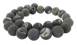Drusenachat matt anthrazit-graue Kugeln z.T. mit Kristallen 14 mm Achat - Strang