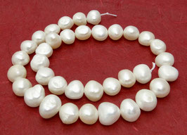 Süßwasserperlen weiße Nuggets 9 - 11 mm - Strang (Größe 4)