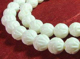 Muschelperlen Kugeln mit Lotus Gravur weiße Muschel Perlen 8 mm - Strang