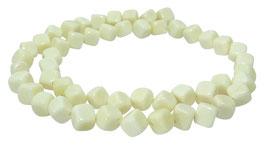Knochen-Perlen diagonal gebohrte Würfel ca. 7 mm - Strang