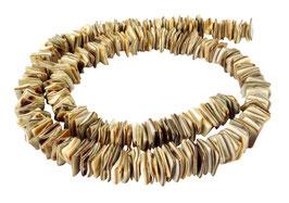 Fledermaus-Walzenschnecke quadratische Heishi ca. 8 mm - Muschelperlen Strang