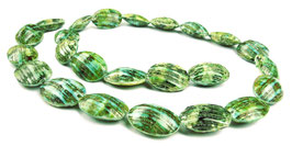 Grüne Turban-Schnecke Perlen ganze Schalen ca. 17x12 mm - Strang - Rarität