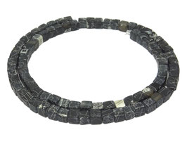 Achat Würfel schwarz matt crackt 4 mm - Strang