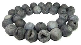 Drusenachat matt anthrazit-graue Kugeln z.T. mit Kristallen 12 mm Achat - Strang