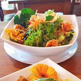 Salatbowl mit Gambas