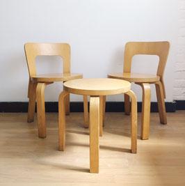 Ensemble de deux chaises et un tabouret pour enfants Alvar Aalto