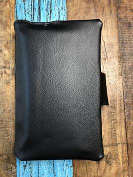 windeltasche deluxe - schwarzes kunstleder trifft auf wachstuch mit tropfen - aussen pur - inkl. füllung