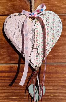 Holzherz mit zwei kleineren Herzen 1