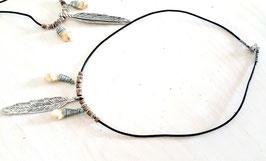 Leder Halskette mit zwei Grandelanhängern und Feder 11
