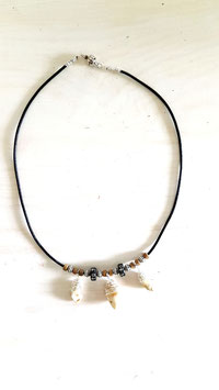Leder Halskette mit drei Grandelanhängern 10