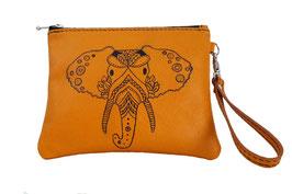 Pochette à dragonne en cuir jaune, décor tattoo éléphant