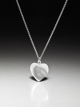 Silberkette mit einem Fingerprint-Herzanhänger, gerade Form in Feinsilber
