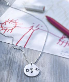 Medaillon mit Kinderzeichnung