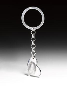Personalisierter Silber-Schlüsselanhänger mit einem Herz in Feinsilber