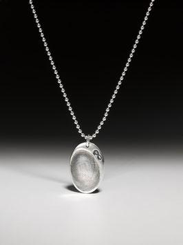 Silberkette mit ovalem personalisierten Kettenanhänger und Unendlichkeitssymbol