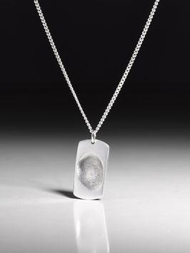 Silberkette mit rechteckiger Fingerprintplatte in Feinsilber.