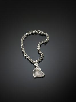 Silberarmband mit einem personalisierten-Herzanhänger in Silber