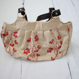 Tasche mit roten Blumen