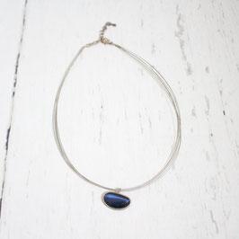 Kette mit blauem Stein