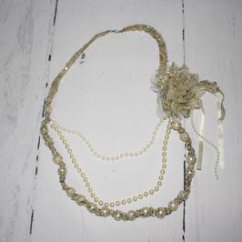 Statement-Kette mit Perlen und Blume