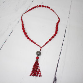 Rote Statement-Kette