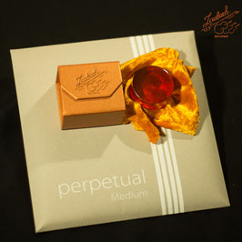 Pirastro - perpetual Medium Cello SET + Laubach Cello Gold Rosin