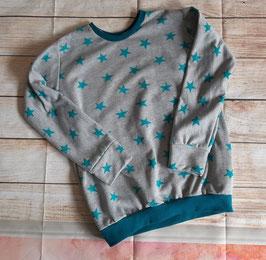 Pullover grau mit türkisen Sternen Gr. 110/116