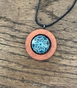 Holzanhänger mit Glas Mandala Flocke blau