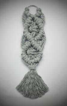 Makramee-Anhänger in grau im Boho-Stil