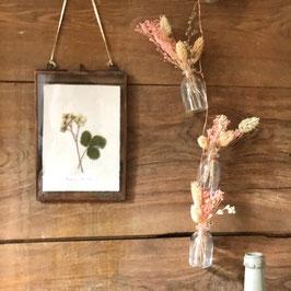Quintette de petites fioles rose pâle