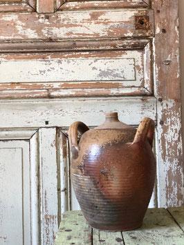 Petite poterie en terre cuite marron