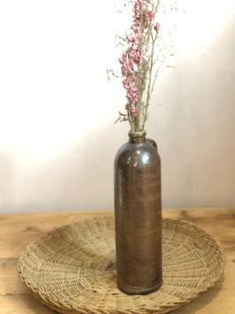 Fine bouteille en grès avec anse
