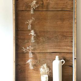 Quintette de petites fioles blanches