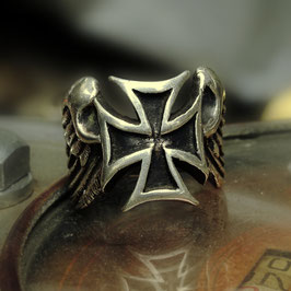 FLYING CROSS RING