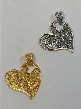 Coração de filigrana em prata dourada lateral - JPS