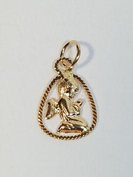 Anjo joelhos em ouro com aro triangular lapidado - MM