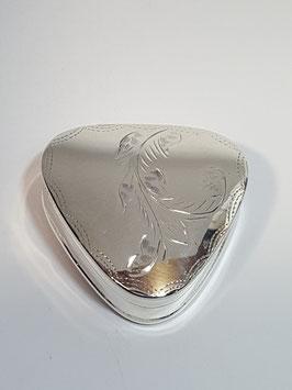 Caixa em prata triangular gravada - CAD
