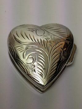 Caixa coração em prata gravada com 28x30 mms