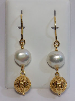 Brincos filigrana em prata dourada - pérola e bola