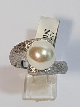 Anel em prata martelado com pérola ao centro - BP